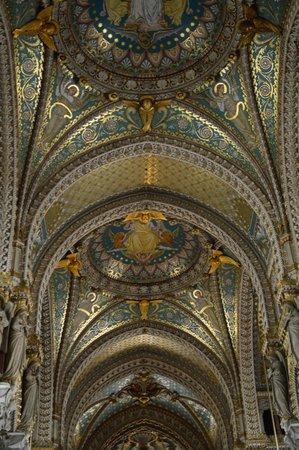 Basilique Notre Dame de Fourviere: Vaulted ceiling - beautiful
