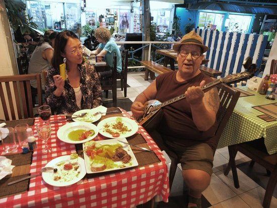 Pattayanis Greek Taverna : Bouzouki and cuisine