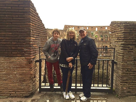 Walks of Italy : At the Colosseum