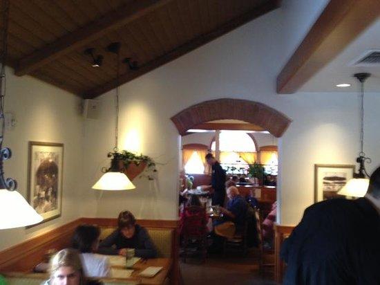 Olive Garden: Inner dining room