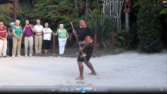 Maori-Dorf Tamaki: Rituale di benvenuto