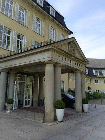 Steigenberger Grandhotel Petersberg: Hoteleingang