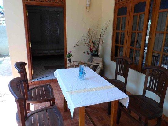 Lahiru Villa : Dining area