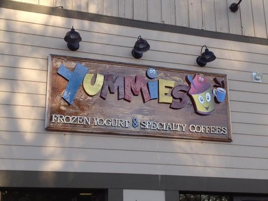 Yummies Frozen Yogurt and Speciality Coffee : Yummies - Front entrance
