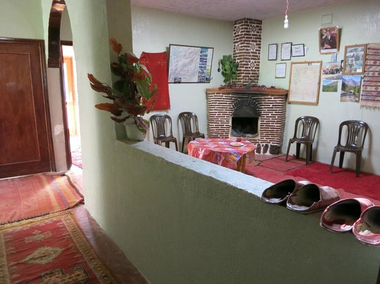 Guesthouse Dar Adous : Lots of communal space for evenings and slippers!