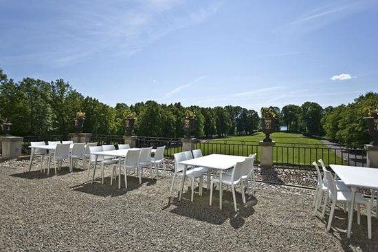 Rosersbergs Slottshotell: Uteservering, terrass