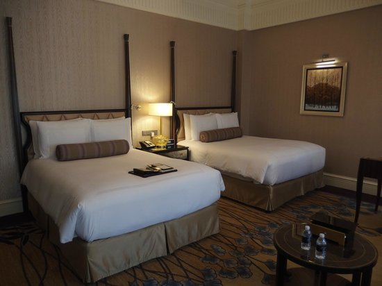 Fairmont Peace Hotel: Queen size bed