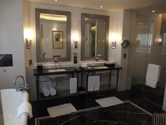 Fairmont Peace Hotel: Deluxe Bathroom