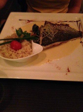 Quai 38 : Sea bass with cream sauce.