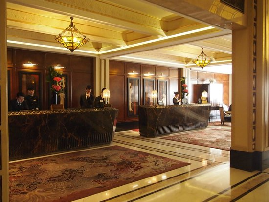 Fairmont Peace Hotel: Front desk