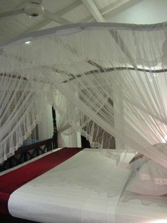 Ridee Villa: Кровать с балдахином