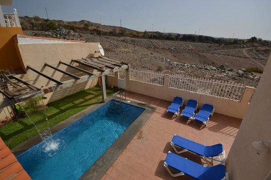Villa lovisi 2 piscina y zona para tomar el sol picture for Piscina playa del ingles