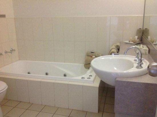 Saltbush Motor Inn: Spa bath came in handy
