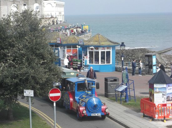 Wildings Hotel: 3) Looking towards the pier - shows the road train that goes to West Shore and back again