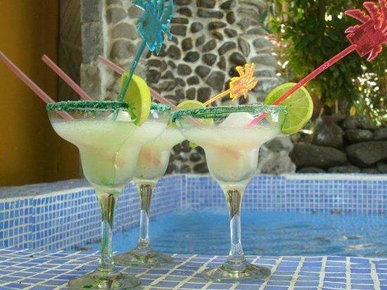 La Casa de Manito : Margaritas by the pool.