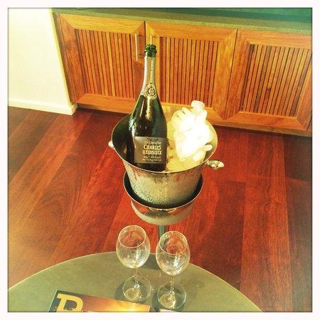 Qualia Resort: Champagne on arrival