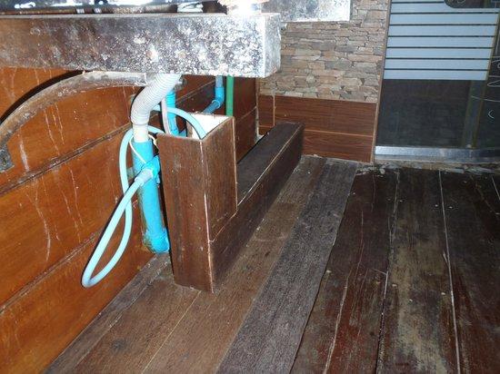 Anda Resort: Der var utrolig snavset på badeværelser med meget dårlig hygiejne og daglig rengøring