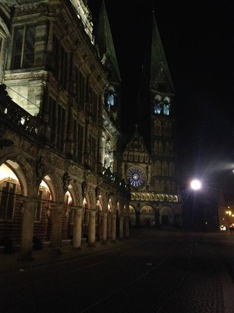 Bremen Town Hall (Rathaus): The town hall of Bremen and Saint Petri dome at night