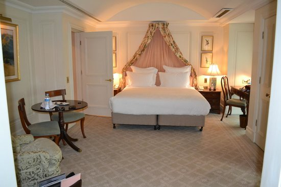 The Langham, Sydney : Comfy beds, try the pillow menu