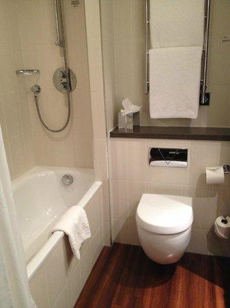 The Stratford, A QHotel: Bathroom 209