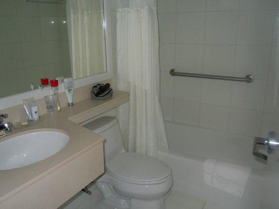 Best Western Plus Arena Hotel : Salle de bains