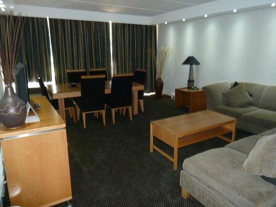 Newcastle Inn: Lounge/Dining Room