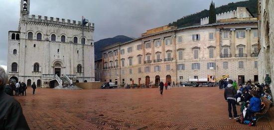Relais Ducale Hotel: piazza e facciata