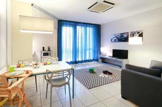 Residence Leopoldo: Premium Studio, Living