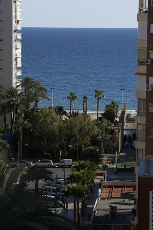 Hotel Helios Benidorm : mirada ala avenida que da ala playa