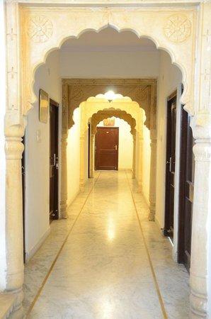 Hotel Sohan Deep: 2nd floor Corridor