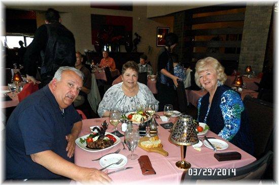 Hank's RiverWalk Bar & Grill: Birthday Dinner With Jeanette & Carole &  George