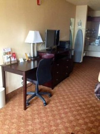 Econo Lodge Inn & Suites Downtown Northeast: standard king