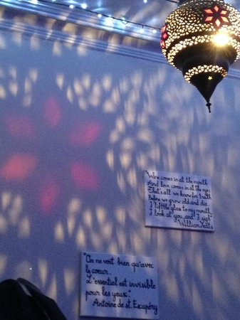 Flavours of Morocco: Love the atmospheric lighting and quotes on the walls!