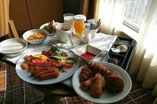 DoubleTree by Hilton Hotel Naha : ルームサービスの朝食