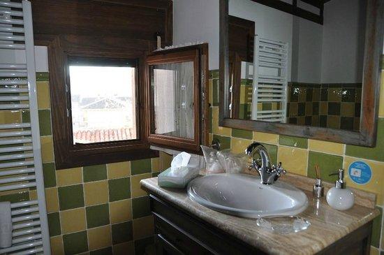 """Casa Rural El Abuelo Quiko: Cuarto de baño """"Casa Tio Francisco"""""""