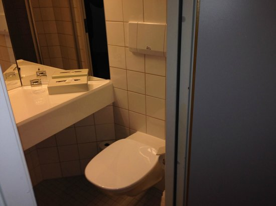 Quality Hotel Airport Arlanda: Bathroom