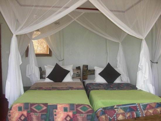 Osupuko Lodge: spacious room with lovely bedding