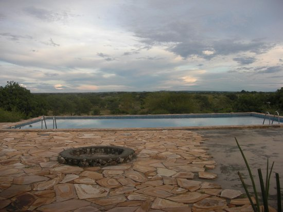 "Osupuko Lodge : ""Endless"" pool with a view!"