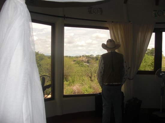 Osupuko Lodge : Panoramic view from rooms with wrap-around windows
