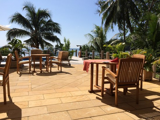 Crown Beach Hotel : at the pool
