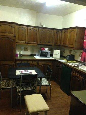 Farley Cottage : Kitchen