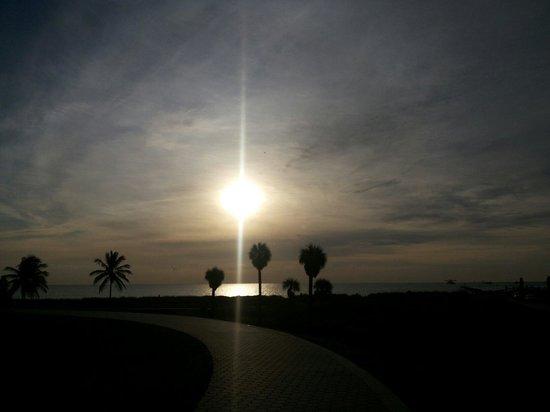 Sol nascendo em South Beach.