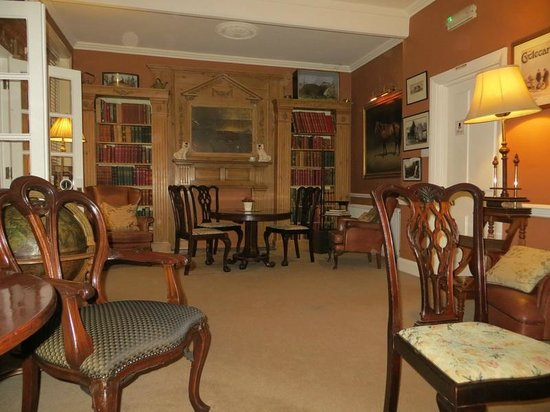 PowderMills Country House Hotel: Library