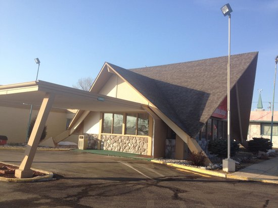 Econo Lodge: Mid-century classic a bit worn but clean