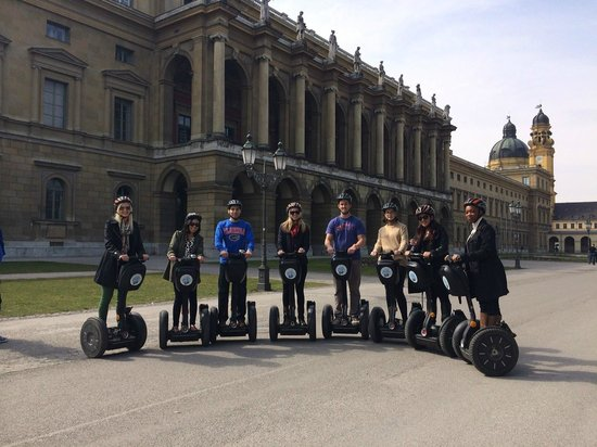 City Segway Tours Munich: Group picture in front of the Palace/Residence