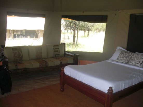 Mbugani Camps Tent Camp: Even a couch in the room!