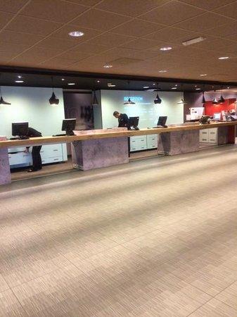 Hotel Ibis Schiphol Amsterdam Airport: Front Desk