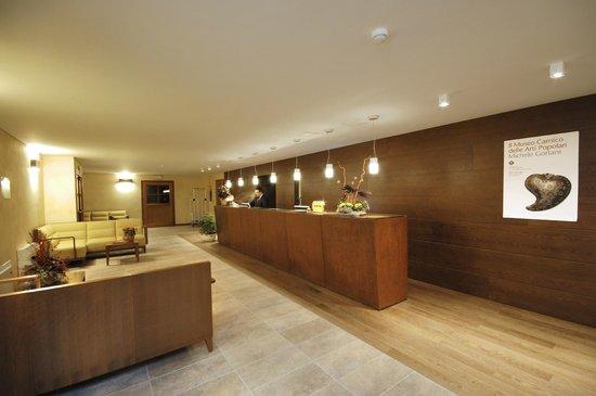 Hotel Enzo Moro: Reception