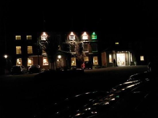 Bartley Lodge Hotel: night view