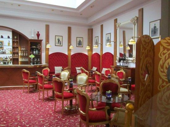 Golden Tower Hotel & Spa : bar
